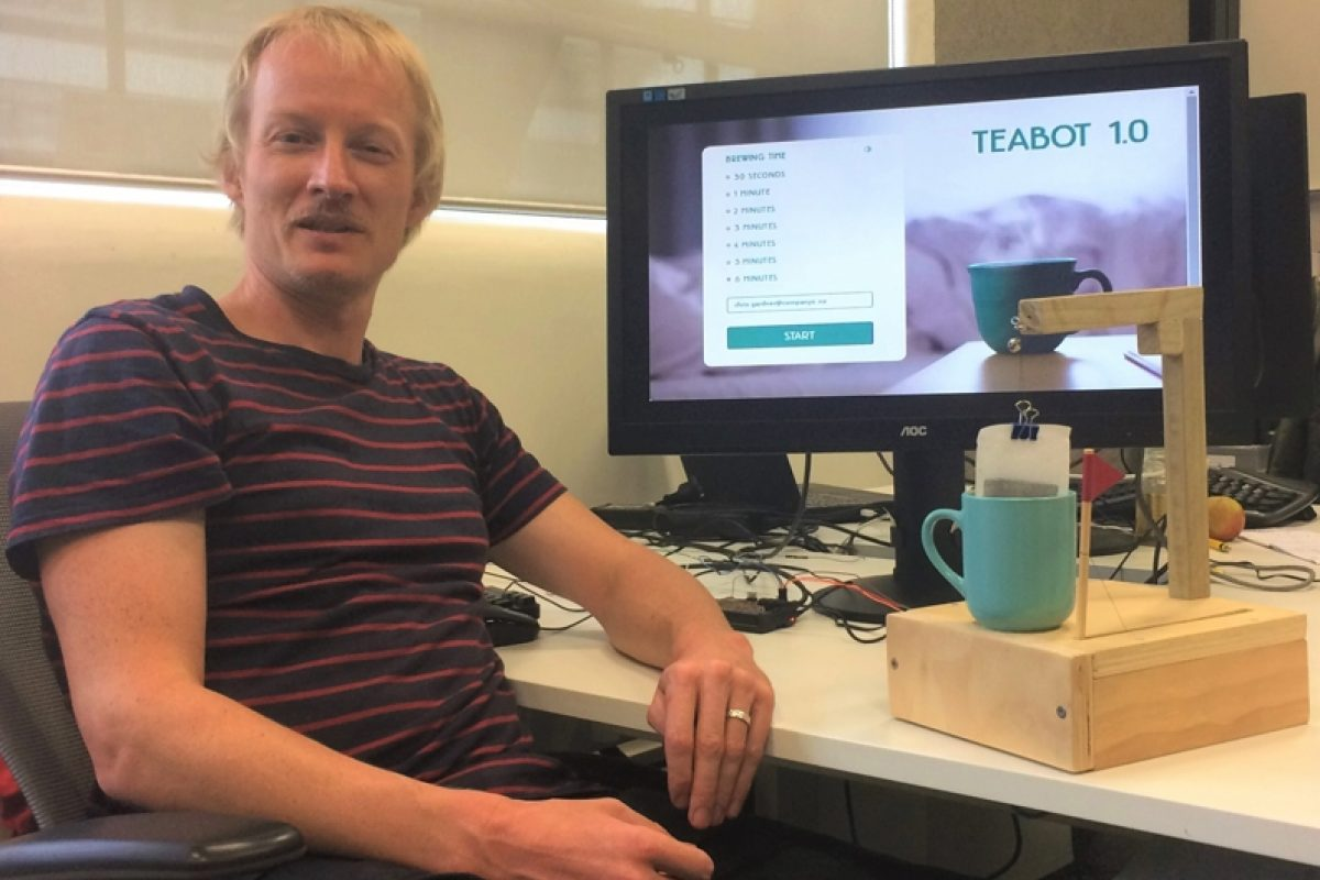 MORE-TEA-MARCEL-Company-X-developer-Marcel-van-de-Steeg-with-his-tea-making-robot-Main-Image
